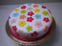 Cake Recipes Chocolate Birthday - New ideas Fondant Cake Designs, Cake Decorating With Fondant, Birthday Cake Decorating, Cake Decorating Techniques, Food Cakes, Cupcake Cakes, Teachers Day Cake, Torta Candy, Bolo Fondant