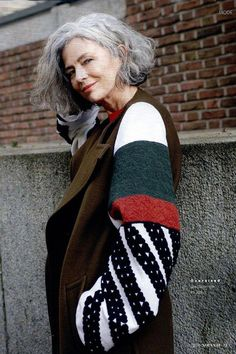 Salt and pepper gray hair. don& care. Aging and going gray gracefully. Grey White Hair, Silver Grey Hair, Gray Hair, Haircuts For Frizzy Hair, Cool Haircuts, Going Gray Gracefully, Aging Gracefully, Box Braids Hairstyles, Protective Hairstyles