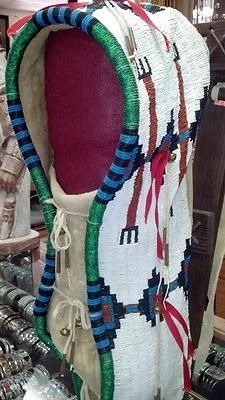 Beaded cradle board. Tradition. BEAUTIFUL PAPOOSE HAND-B... Native American Baby, Native American Crafts, American Indians, American Art, Native Beadwork, Native American Beadwork, Native Indian, Native Art, Indian Baby
