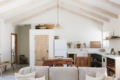 A Photographer's Vacation Home in Texas Hill Country Earthy Home, Small Beach Houses, Interior Architecture, Interior Design, Interior Styling, Sweet Home, Minimal Kitchen, White Concrete, Country Landscaping