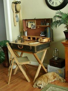suitcase desk from a wardrobe trunk diy how to painted furniture repurposing upcycling rustic furniture woodworking projects Repurposed Furniture, Rustic Furniture, Painted Furniture, Diy Furniture Repurpose, Diy Furniture Vintage, Ikea Furniture, White Furniture, Primitive Furniture, Furniture Showroom