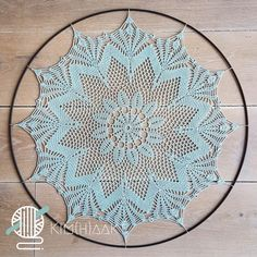 Mandala in Ring Haken, hoe doe je dat? Free Crochet Doily Patterns, Crochet Doily Diagram, Granny Square Crochet Pattern, Crochet Doilies, Crochet Mandela, Crochet Dreamcatcher, Mandala Canvas, Dream Catcher, Knitting