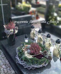 Great Pic fall Funeral Flowers Popular No matter if you are setting up and also joining, funerals are normally a sad and often traumatic occasion. Christmas Candle Decorations, Grave Decorations, Christmas Wreaths, Pumpkin Crafts, Fall Crafts, Ikebana, Church Flower Arrangements, Cemetery Flowers, Funeral Flowers