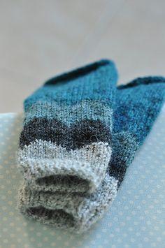 Ravelry: Abra Alba wrist warmers pattern by Matilde Skår - free pattern
