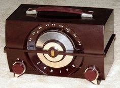 Vintage Zenith Table Radio, Model R615, Broadcast Only (MW), 6 Tubes, Made In USA, Circa 1958.