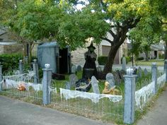 front yard halloween decorations halloweendecoratonsyardjpg - Halloween Yard Decorations Ideas