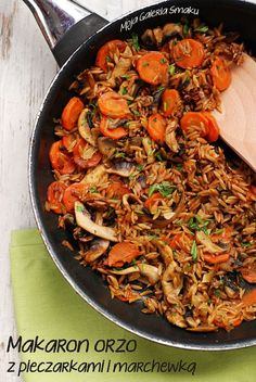 Vegetarian Orzo with Carrots. Vegetarian orzo with carrots and mushrooms (in Polish with traslator) Orzo, Japchae, Paella, Noodles, Carrots, Vegetarian Recipes, Stuffed Mushrooms, Food And Drink, Veggies