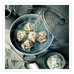 Sono ancora poche le persone che conoscono i benefici della cottura a vapore, per questo abbiamo pensato di approfondire l'argomento, concentrandoci anche su una novità che diventerà presto uno dei nostri alleati più fedeli in cucina: Mai sentito parlare del forno a vapore? ;) Ne parliamo sul nostro blog, seguite il link in bio!✨| New post on blog!✨ #dearkitchen #cucine #cucina #kitchenstyle #homebeautiful #arredamento #arredo #homedecorating #loveinterior #home #consigli #interiordesign…
