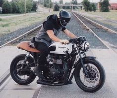 Get your daily dose of quality cafe racer inspiration! Cafe Racers, Triumph Cafe Racer, Triumph Motorcycles, Custom Motorcycles, Custom Bikes, Thruxton Triumph, Triumph Motorbikes, Cafe Bike, Cafe Racer Bikes