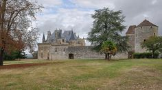 © 2016 Pedro M. Mielgo. Francia. Castillo de Montaigne. Castillo fortificado del siglo XIV, que fue la residencia de la familia del filósofo y pensador renacentista Michel de Montaigne, que falleció en él, en 1592.