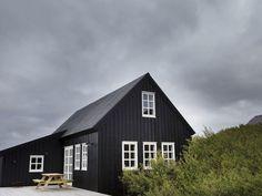 For the Home - scandinavian interiors island, ferienhaus island, ferienhaus reykjavik, holzhaus, fer Design Exterior, Modern Exterior, Exterior Paint, Exterior Doors, Cabin Exterior Colors, Modern Cabin Interior, Traditional Exterior, Modern Decor, Dark House