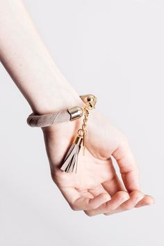 Handcuff bracelet made of beige suede with galvanized metal components with leather tassel. Tassel Bracelet, Galvanized Metal, Leather Tassel, Bracelet Designs, Statement Jewelry, Handmade Bracelets, Bracelet Making, Tassels, Beige