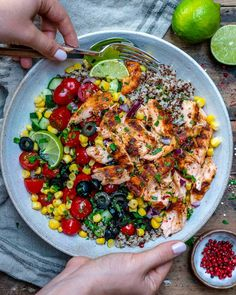 This healthy Grilled Salmon Bowl with Vegetables and Quinoa takes just 30 min to make. It is a super tasty and easy grilled salmon recipe that you can make for lunch or dinner Fish Recipes, Seafood Recipes, Cooking Recipes, Healthy Recipes, Tilapia Recipes, Steak Recipes, Fruit Recipes, Recipes Dinner, Healthy Snacks