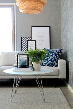 MDM 3-istuttava sohva, väri vaalea ja Sevilla sohvapöytä, kromiset jalat