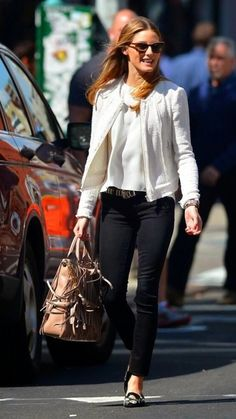 Black skinny jeans will never go out of style! This outfit is so great with the higher neckline tunic and cream colored blazer. Casual yet sophisticated too! Olivia Palermo out in New York City Olivia Palermo Outfit, Estilo Olivia Palermo, Olivia Palermo Lookbook, Olivia Palermo Style, Fashion Mode, Work Fashion, Unique Fashion, Style Fashion, Fashion Ideas