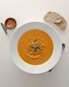 golden roasted butternut squash and red lentil soup in a white soup bowl 500 Calorie Dinners, Dinners Under 500 Calories, Cooking Recipes, Healthy Recipes, Healthy Dinners, Healthy Soups, Meatless Recipes, Blender Recipes, Vegetarian Dinners