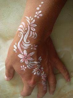 : Non Indian Henna, Mehndi Henna, Henna Body, Henna Idea White Henna Tattoo, Henna Body Art, Henna Art, Body Art Tattoos, I Tattoo, Henna Tattoos, Tatoos, Indian Henna, Henna Mehndi