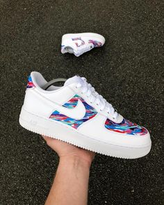 Nike Shoes OFF!> Im sure youve been informed (if not explicitly then surely implicitly) that Air Force are the shoe of the summer. Rock these DIY versions! Dr Shoes, Hype Shoes, Shoes Sneakers, Wedge Sneakers, Shoes Sandals, Flats, Vans Customisées, Mode Converse, Basket Style