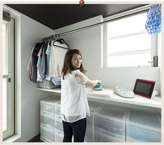 """収納たっぷり室内洗濯室""は絶妙なコンビネーション Small Laundry Rooms, Laundry Room Storage, Laundry Room Design, Storage Spaces, Minimalist Room, Minimalist Home Interior, Küchen Design, House Design, Interior Design"