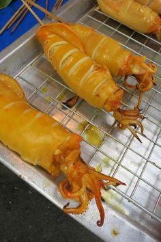 Thai Street Food: Grilled Squid http://terrysamui.wordpress.com/