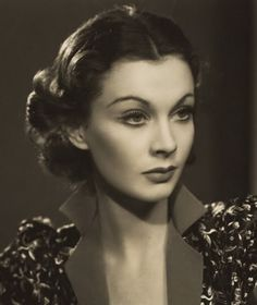 Hair tutorial: Vivien Leigh inspired 30s hair and make-up on http://www.queensofvintage.com