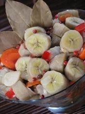 Guineos en Escabeche (Green bananas with a marinade of vinegar, onion, garlic, olive oil and other seasonings). Puerto Rican Dishes, Puerto Rican Cuisine, Puerto Rican Recipes, Boricua Recipes, Comida Boricua, Spanish Dishes, Spanish Food, My Favorite Food, Favorite Recipes