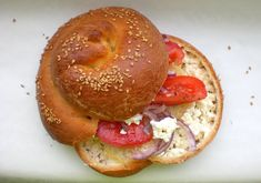Oh My Goodness! Easy Spiral Bread that's filled with Feta cheese. -----> My Little Expat Kitchen: The Spiral Time To Eat, Greek Recipes, Bagel, Baked Goods, Feta, Spiral, Breads, Good Food, Brunch