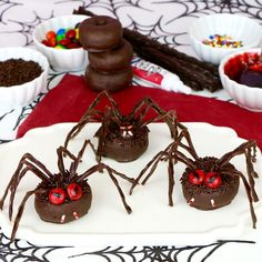 Lindsay Ann Bakes: {VIDEO} Chocolate Spider Halloween Doughnuts
