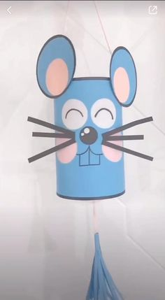 A fun paper mouse craft. Simple craft for kids as young as toddlers. You will need a pen or marker for drawing face details. Halloween Crafts For Kids, Paper Crafts For Kids, Easy Crafts For Kids, Craft Activities For Kids, Preschool Crafts, Diy For Kids, Fun Crafts, Toddler Arts And Crafts, Mouse Crafts