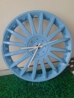 DIY Hub cap clock, enjoliveur horloge (clean, spray paint, make hole for clock mechanism, glue mechanism to the back and put on clock hands)