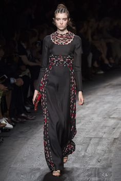 Valentino Spring 2016 Ready-to-Wear Fashion Show - Grace Hartzel (Next)