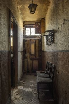 locked - captured in the abandoned Huize Vanneste. (2016)