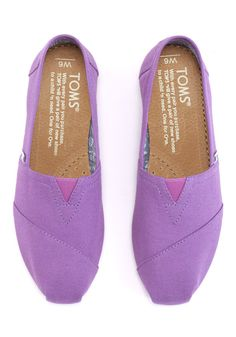 Enjoy your TOMS Classics with a feel-good pop of color. With their everyday comfort and effortless style, you'll have many bright days ahead in them. Shoe Boots, Shoes Heels, Flat Shoes, Hipster Shoes, Purple Canvas, Toms Shoes Outlet, Only Shoes, Pretty Shoes, Comfortable Shoes