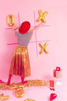 DIY XOXO Folienballon Gold / DIY XOXO Folienballon Gold. Kaufen Sie Ihren Valentinsgruß  #folienballon #ihren #kaufen #valentinsgru Kinder Valentines, Valentines Bricolage, Valentines Day Food, Valentines Day Activities, My Funny Valentine, Valentines Day Decorations, Valentine Day Crafts, Valentine Party, Game Night Decorations