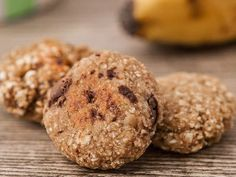 Gesunde Kekse aus Haferflocken und Bananen, evt. Erdnussbutter, Trockenfrüchte und Gewürze..., alles vegan.