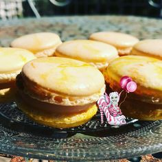 #macarons #macaronsjaunes #macaronmarbré #citron #lemoncurd #patisserie #patisseriefrançaise #meringueitalienne #macaronsmeringueitalienne #instafood #dessert #marlyleroi