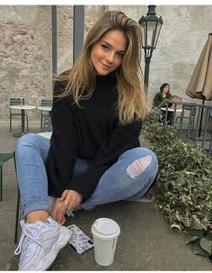 Best Photo Poses, Girl Photo Poses, Picture Poses, Girl Photos, Cute Instagram Pictures, Cute Poses For Pictures, Instagram Pose, Beautiful Pictures, Portrait Photography Poses