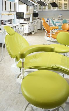 Dental Operatory - Glenn Dental-- love the colors! Dental Art, Medical Dental, Dental Hygiene, Dental Cabinet, Dental World, Medical Office Design, Chairs For Small Spaces, Childrens Hospital, Chair Fabric