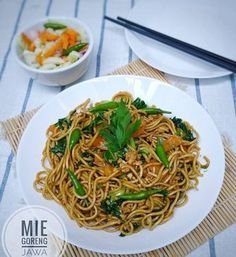 Make it simple for children, because the twin twins are staying at home and their favorite is fried noodles, so make Java fried noodles. Easy Asparagus Recipes, Easy Asian Recipes, Vegetable Recipes, Ethnic Recipes, Mie Goreng Recipe, Mie Noodles, Fried Noodles Recipe, Indonesian Cuisine, Malaysian Food