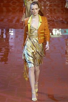 Valentino Spring 2005 Ready-to-Wear Fashion Show - Karen Elson
