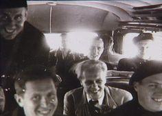 Bernadotte-aktionen. Danske politibetjente på vej fra Frøslevlejren til København i april-maj 1945  Tidsperiode og årstal Datering:Mellem April 1945 og Maj 1945 - See more at: http://samlinger.natmus.dk/FHM/26155#sthash.3ek53laF.dpuf