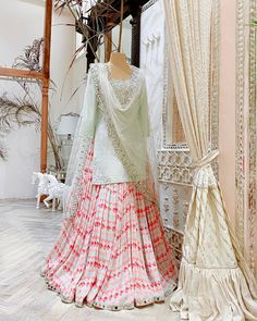 Stylish Dresses For Girls, Stylish Dress Designs, Designs For Dresses, Wedding Dresses For Girls, Indian Wedding Outfits, Indian Outfits, Indian Weddings, Bridal Dresses, Simple Pakistani Dresses