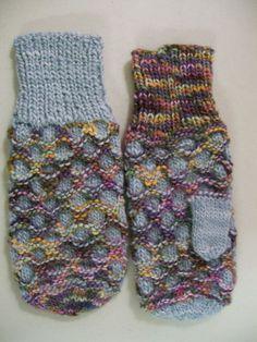 KnitTraders of Kingston Patterns: Honey Comb Mittens from October 2008 Baby Hats Knitting, Crochet Baby Hats, Knitting For Kids, Knit Or Crochet, Knitting Projects, Knitting Ideas, Crocheted Headbands, Tunisian Crochet, Crochet Flower