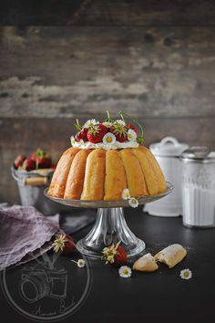 Voici un dessert très facile et rapide à faire, de plus il est vraiment bon marché. C'est un dessert que ma maman nous faisait le dimanche, chantilly et fruits (parfois des fruits au sirop) ou à la mousse au chocolat (j'ai demandé cette version des années...