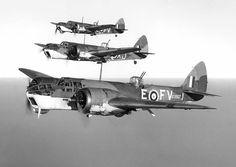 Blenheim:  - Fabricante: Bristol  – País: Inglaterra  * Foi um avião produzido na década de 30, sendo substituído pelo Mosquito.