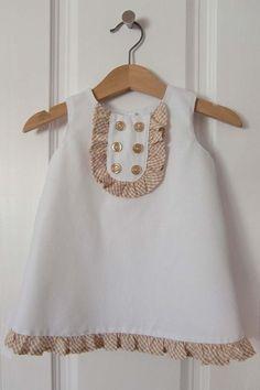 Hoy os traigo un patrón para vestido de bebé, la talla es 6-9 meses, es un vestido sencillo con forma de trapecio y sin mangas, ideal para...