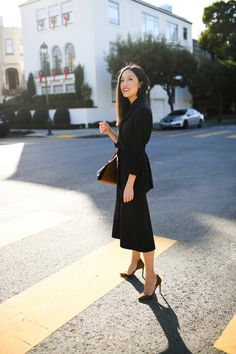 Belted black Blazer with midi black skirt and toffee colored pumps Office Fashion, Business Fashion, Work Fashion, Fashion Outfits, Womens Fashion, Fashion Styles, Business Style, Business Casual, Celebrity Summer Style