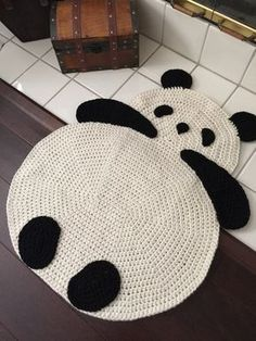 Crochet Animal Rugs Lots of Beautiful Patterns.love Panda's + all things Chinese. Crochet Panda, Crochet Diy, Crochet Home Decor, Crochet Animals, Crochet For Kids, Crochet Crafts, Crochet Projects, Crochet Rugs, Yarn Projects