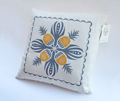 DECORATIVE LINEN PILLOW - Pineapple Hawaiian Quilt Pattern. $36.00, via Etsy.