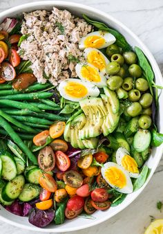 Niçoise-ish Salad This is my healthy version of the nicoise salad! Filled with tons of veggies, protein, and healthy fats, this nutritious salad is also an easy lunch option. Healthy Salad Recipes, Vegetarian Recipes, Cooking Recipes, Delicious Recipes, Healthy Fats, Healthy Eating, Clean Eating, Food Inspiration, Brunch